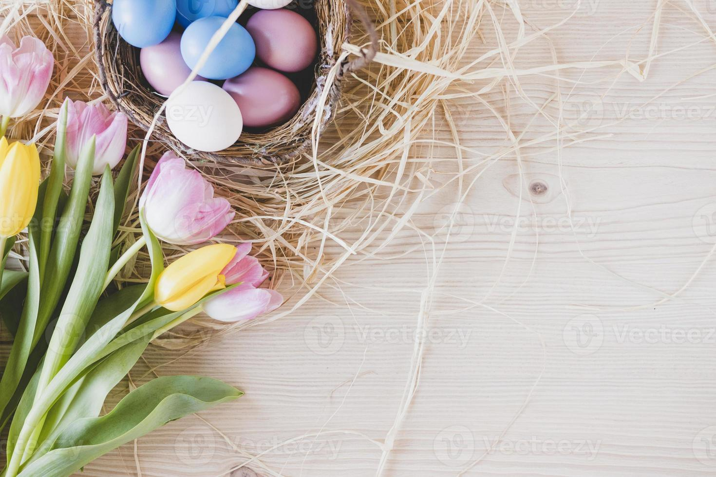 tulipas e ovos foto
