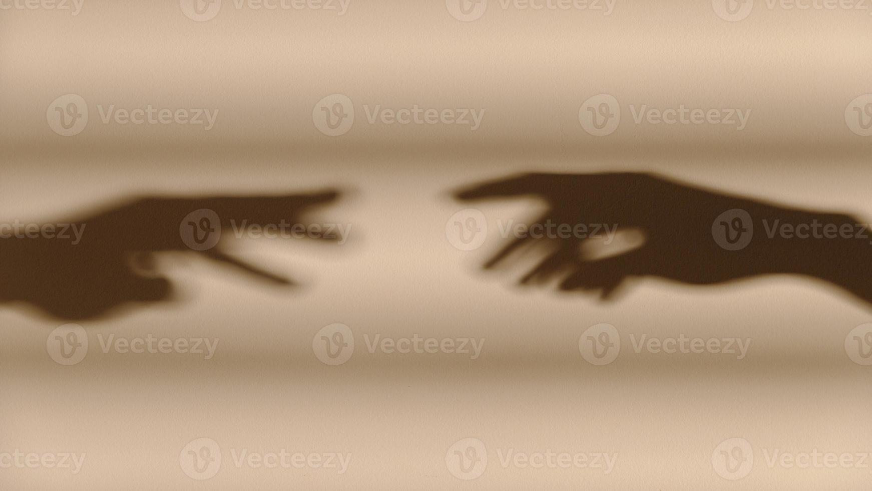 sombras de mãos na parede foto