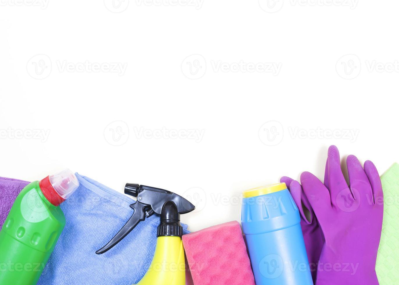 conceito de limpeza com produtos de limpeza foto