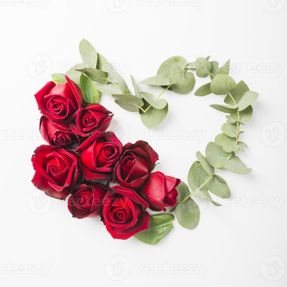 formato de coração feito com rosas foto
