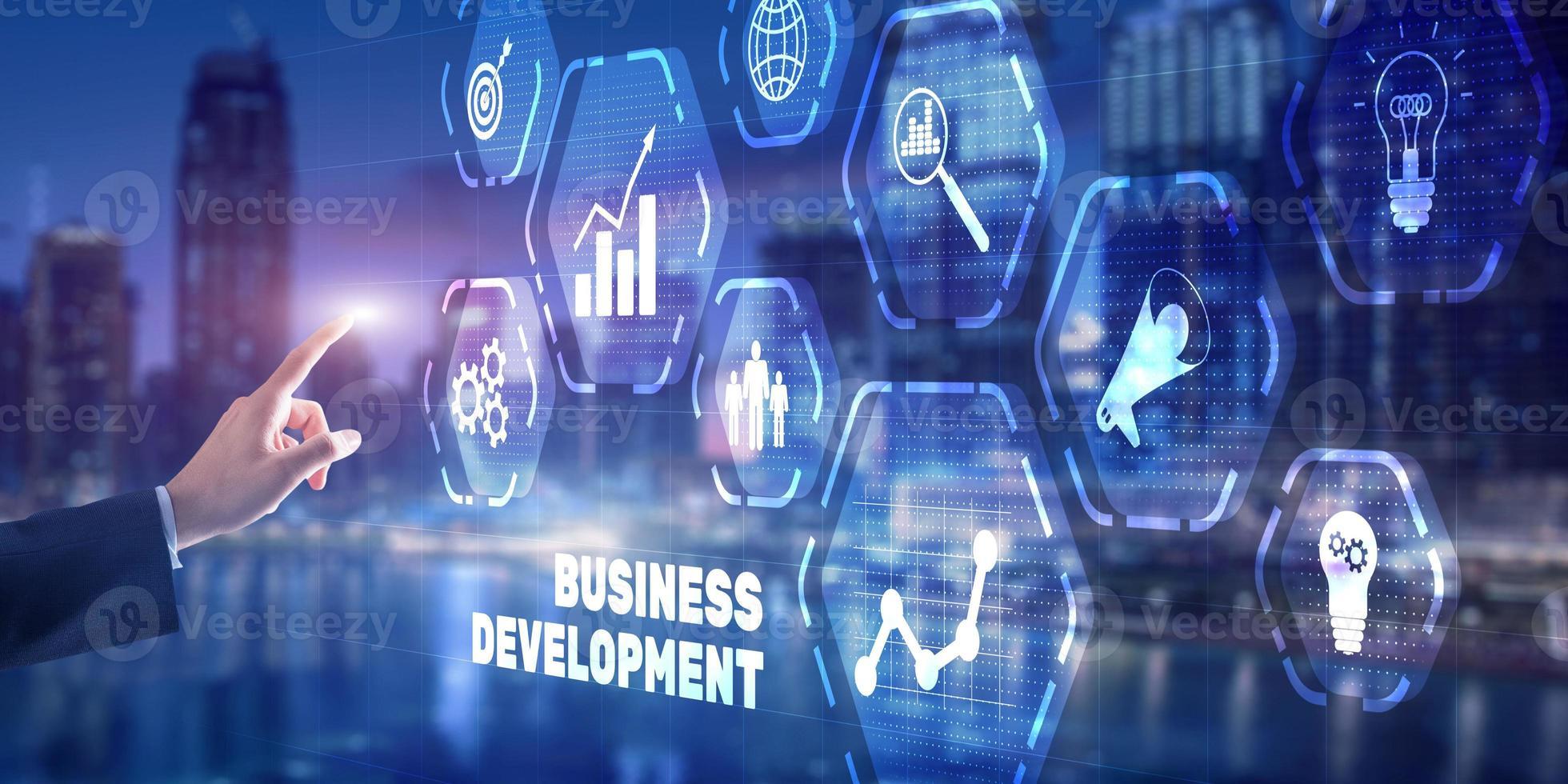 empresário pressiona desenvolvimento de negócios no fundo da cidade foto