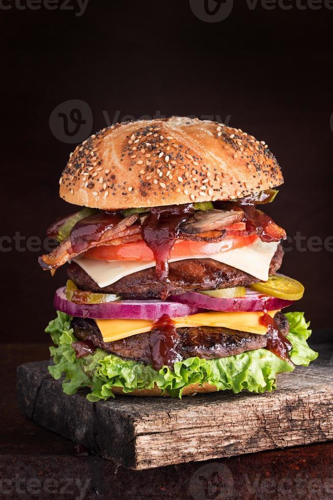 cheesburger de dois andares supremo foto