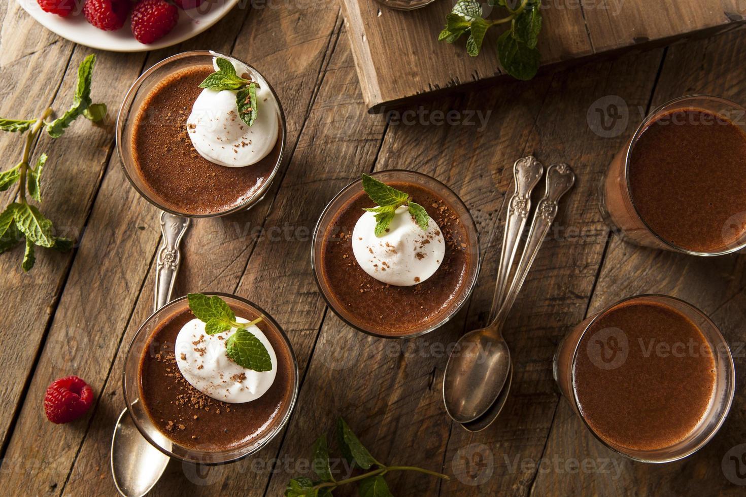 mousse de chocolate escuro caseiro foto