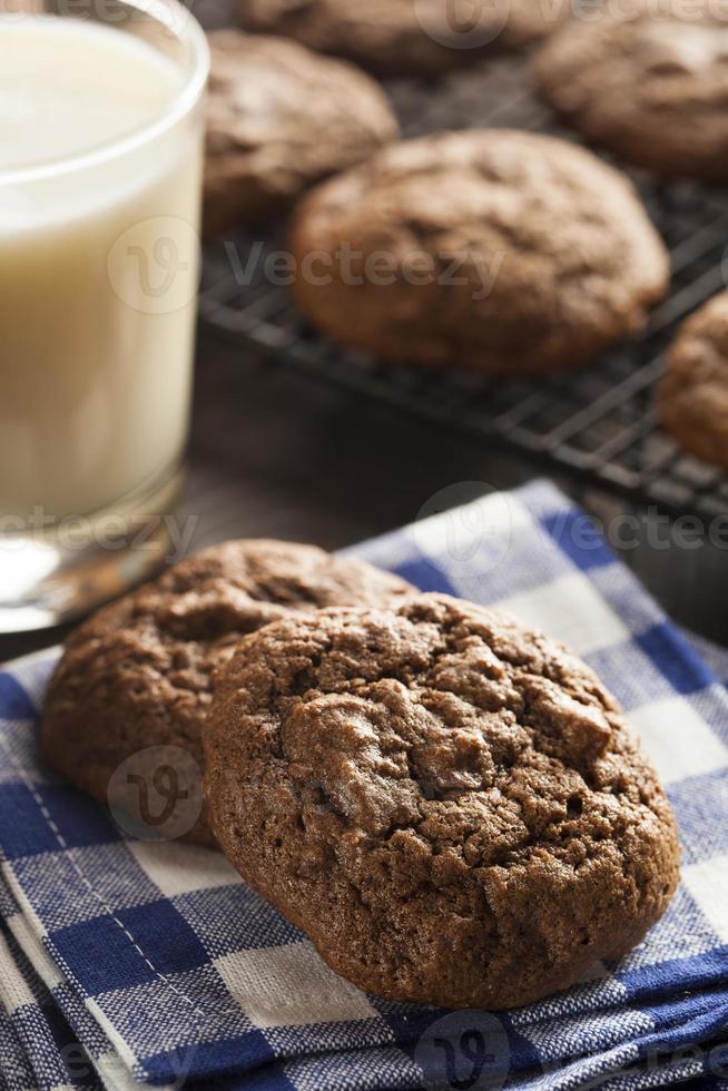 biscoitos caseiros com gotas de chocolate foto