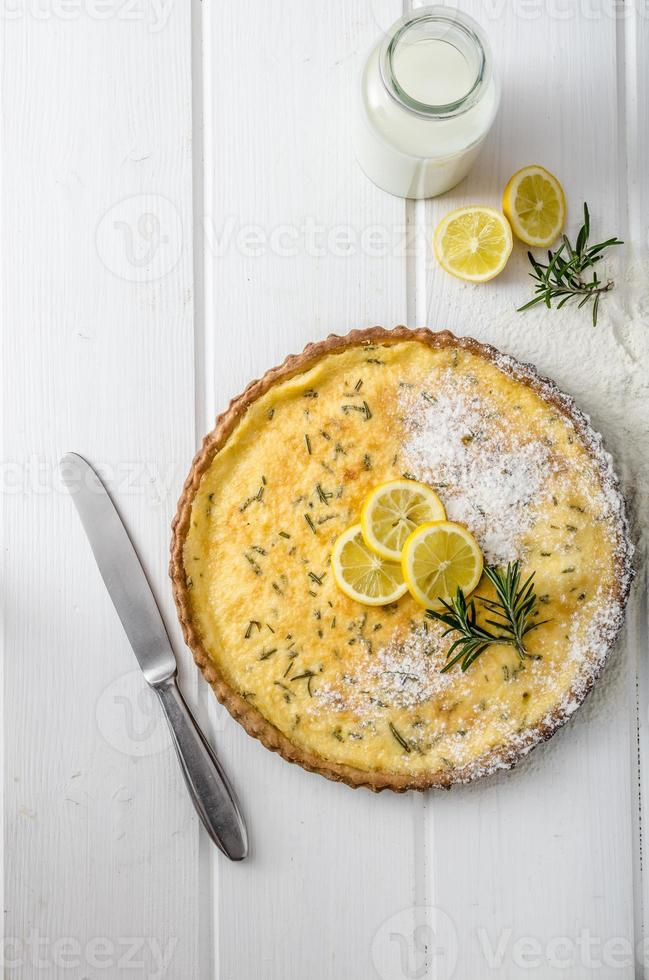 torta de limão com alecrim foto
