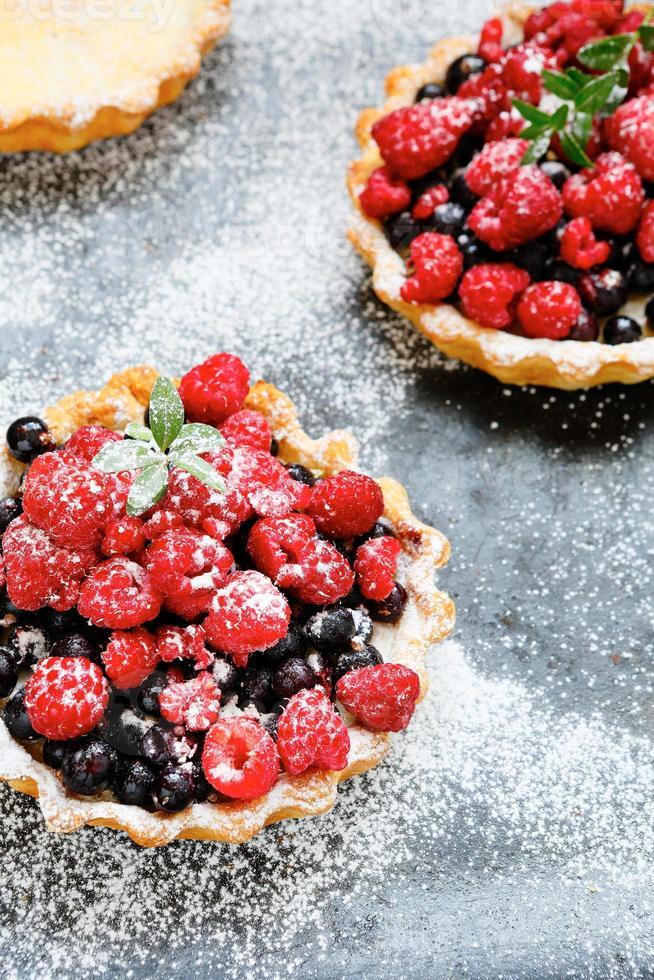torta mini rústica com frutas foto