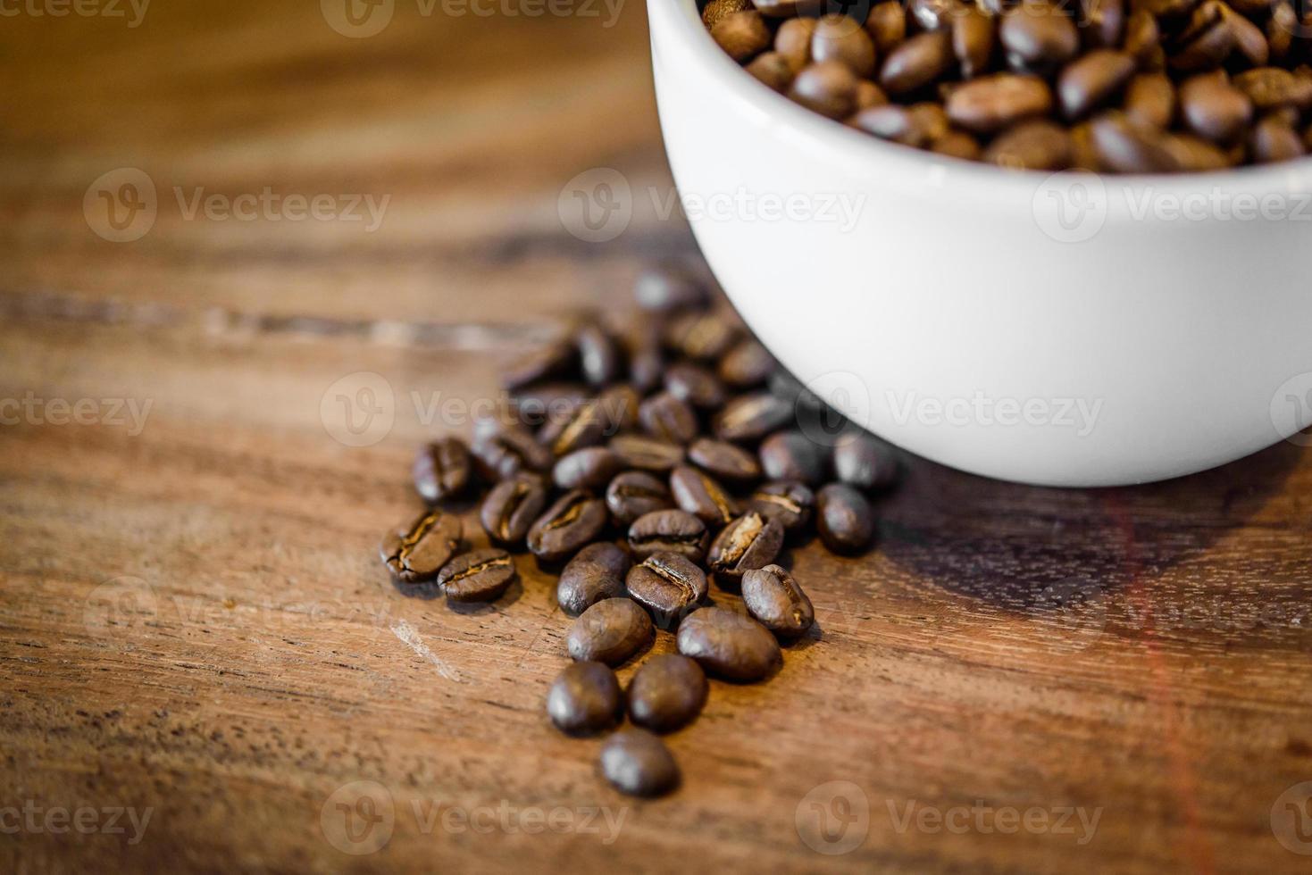 café em fundo de madeira grunge foto