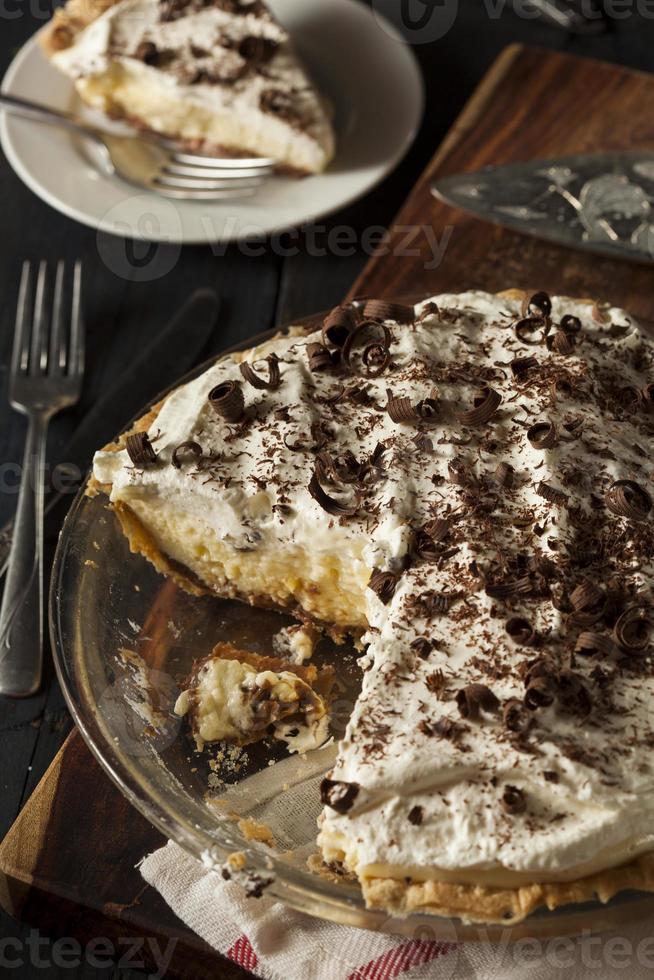 torta de creme de fundo preto caseiro foto
