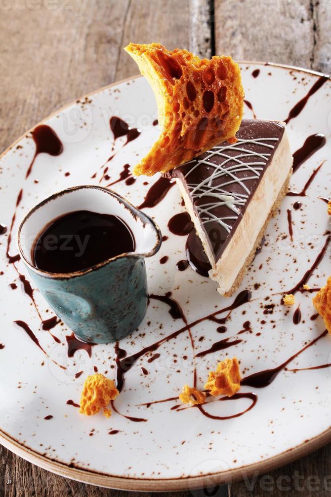 sobremesa de torta de chocolate banhada foto
