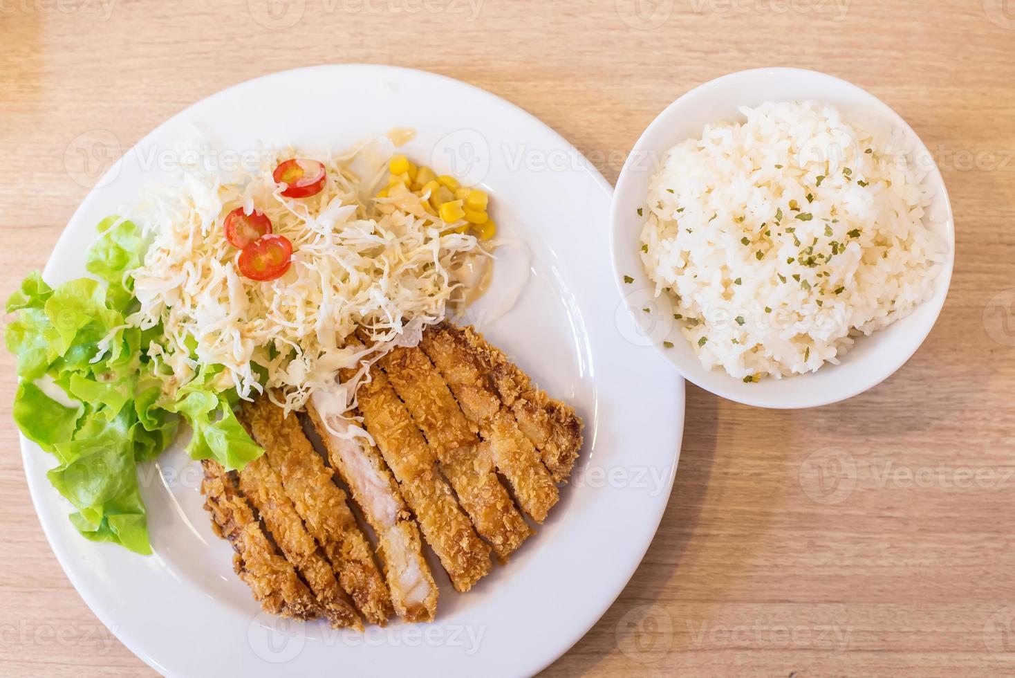 carne de porco frita (tonkutsu) foto