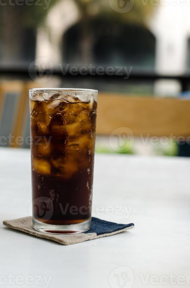 refrigerante gelado bebida em um copo foto