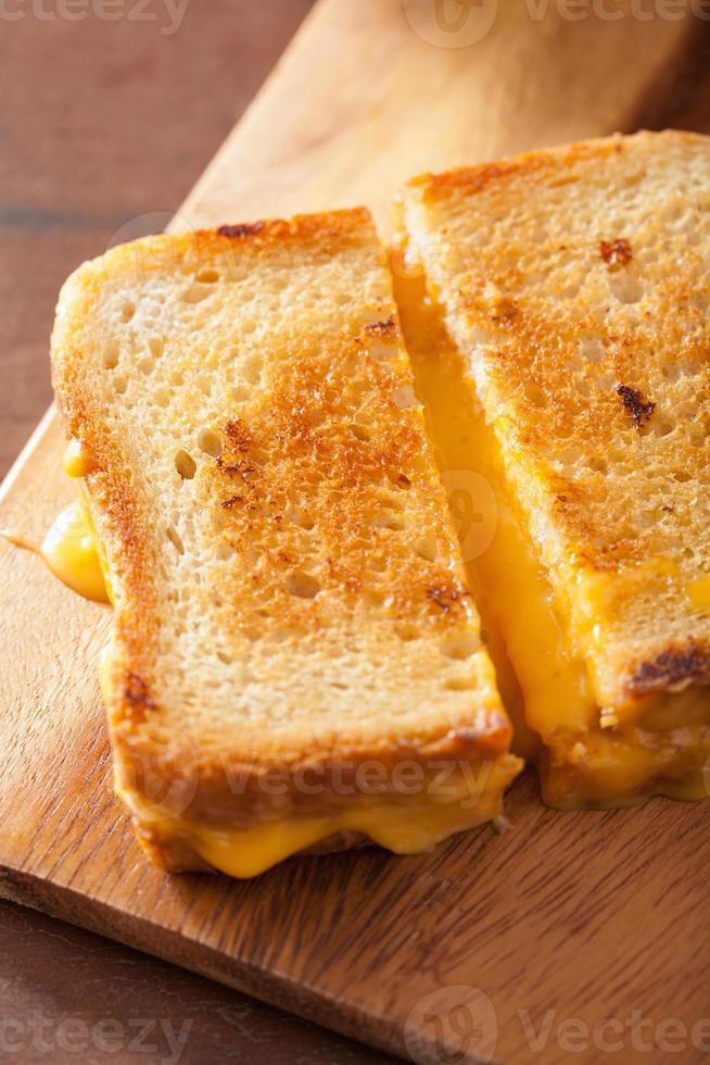 sanduíche de queijo grelhado no café da manhã foto