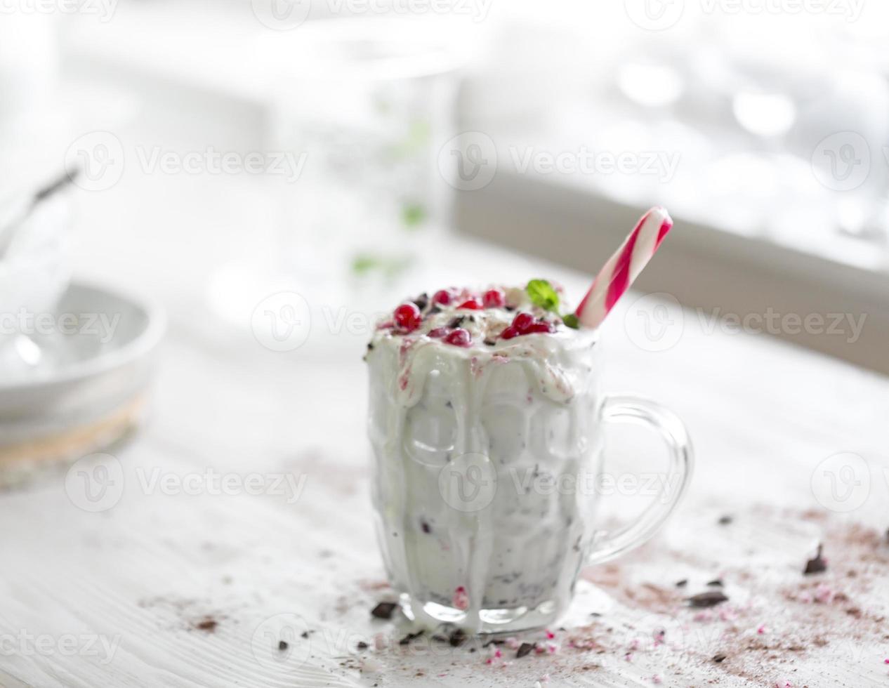 milk shake de ingrediente natural de frutas silvestres foto
