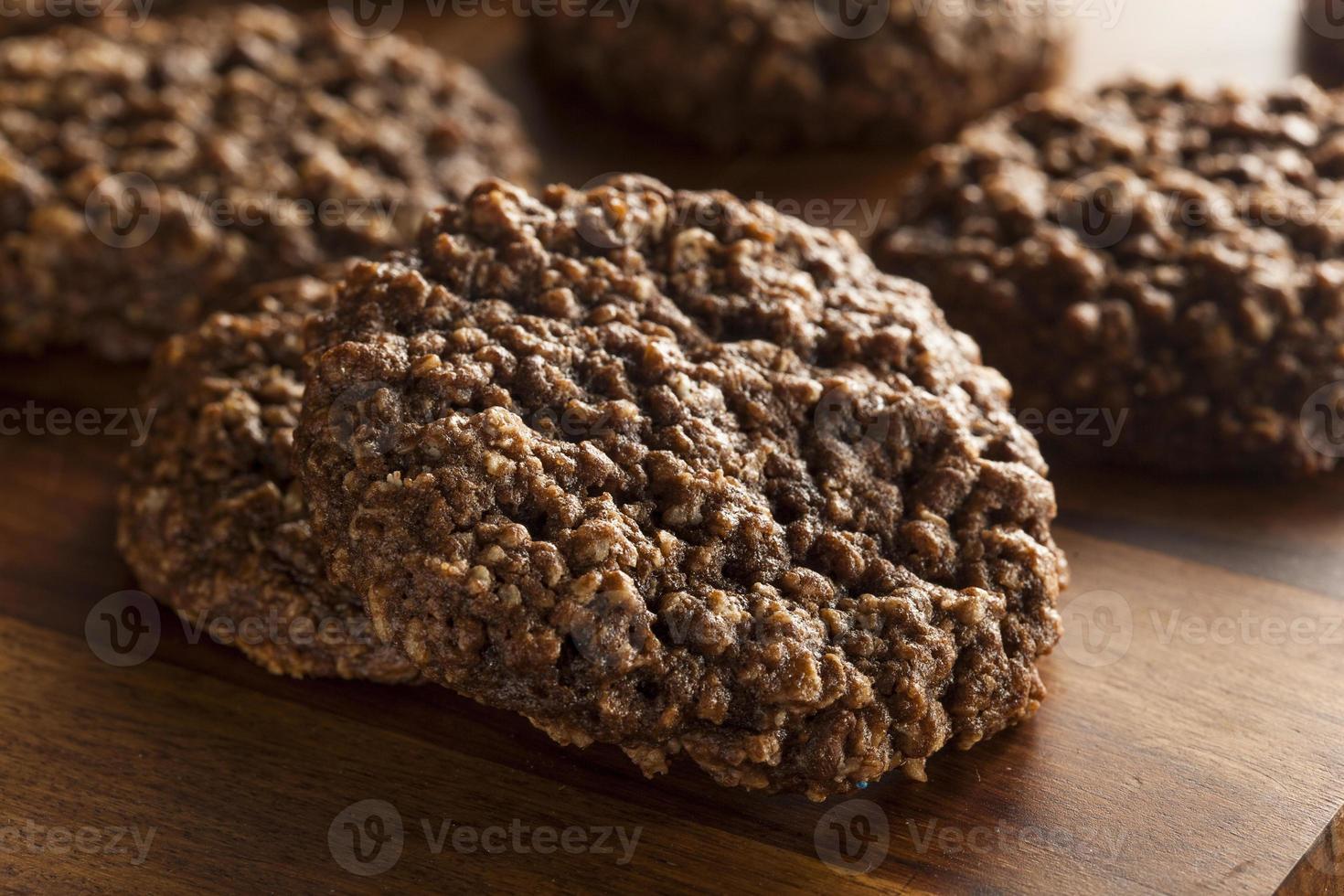 biscoitos de aveia com gotas de chocolate foto