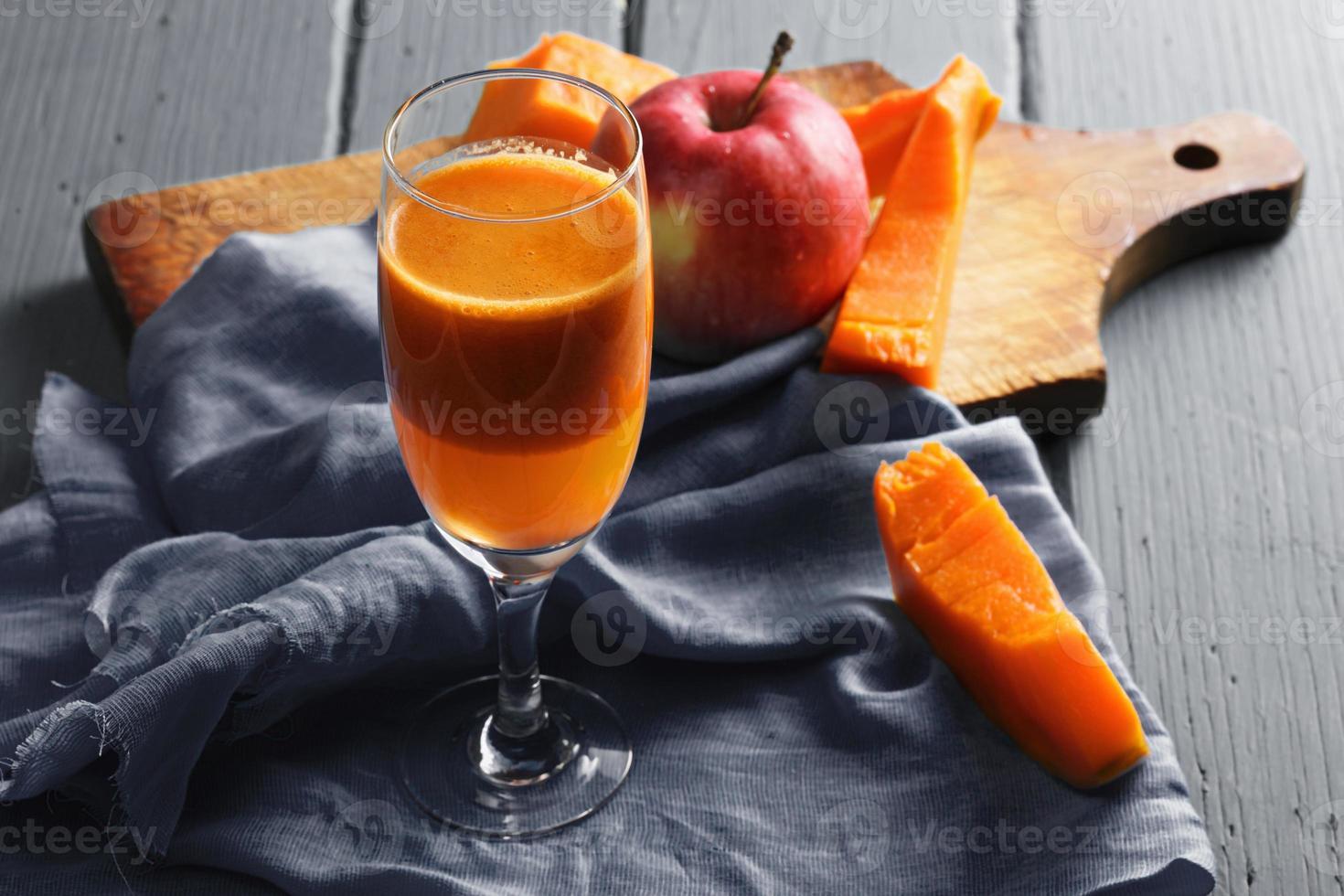 suco de abóbora e maçã fresco foto