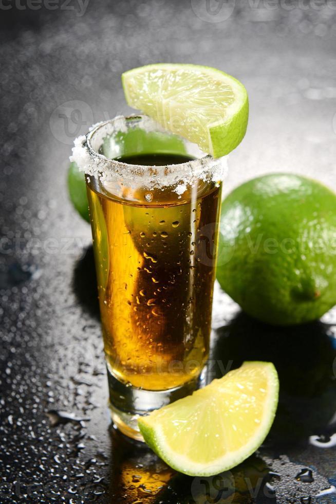 tiro de tequila foto
