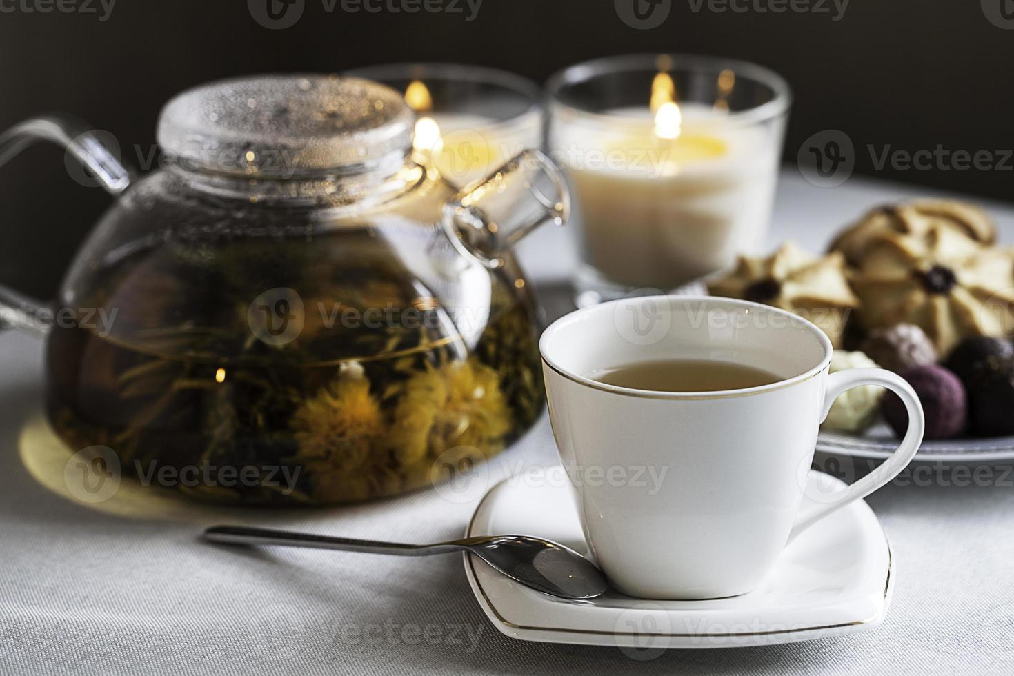 xícara de chá e bule foto
