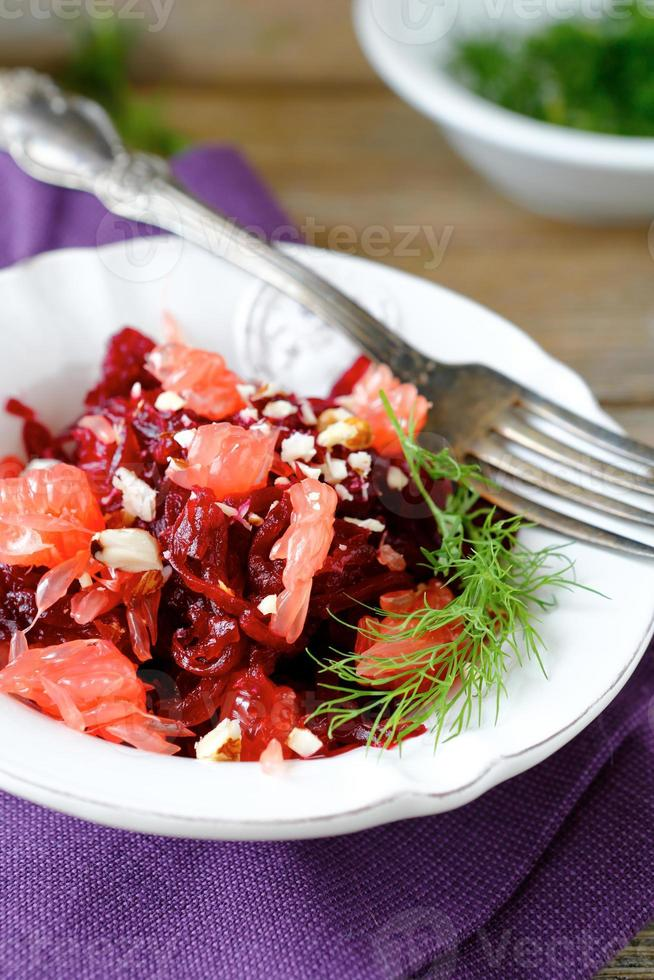salada com beterraba e verduras foto