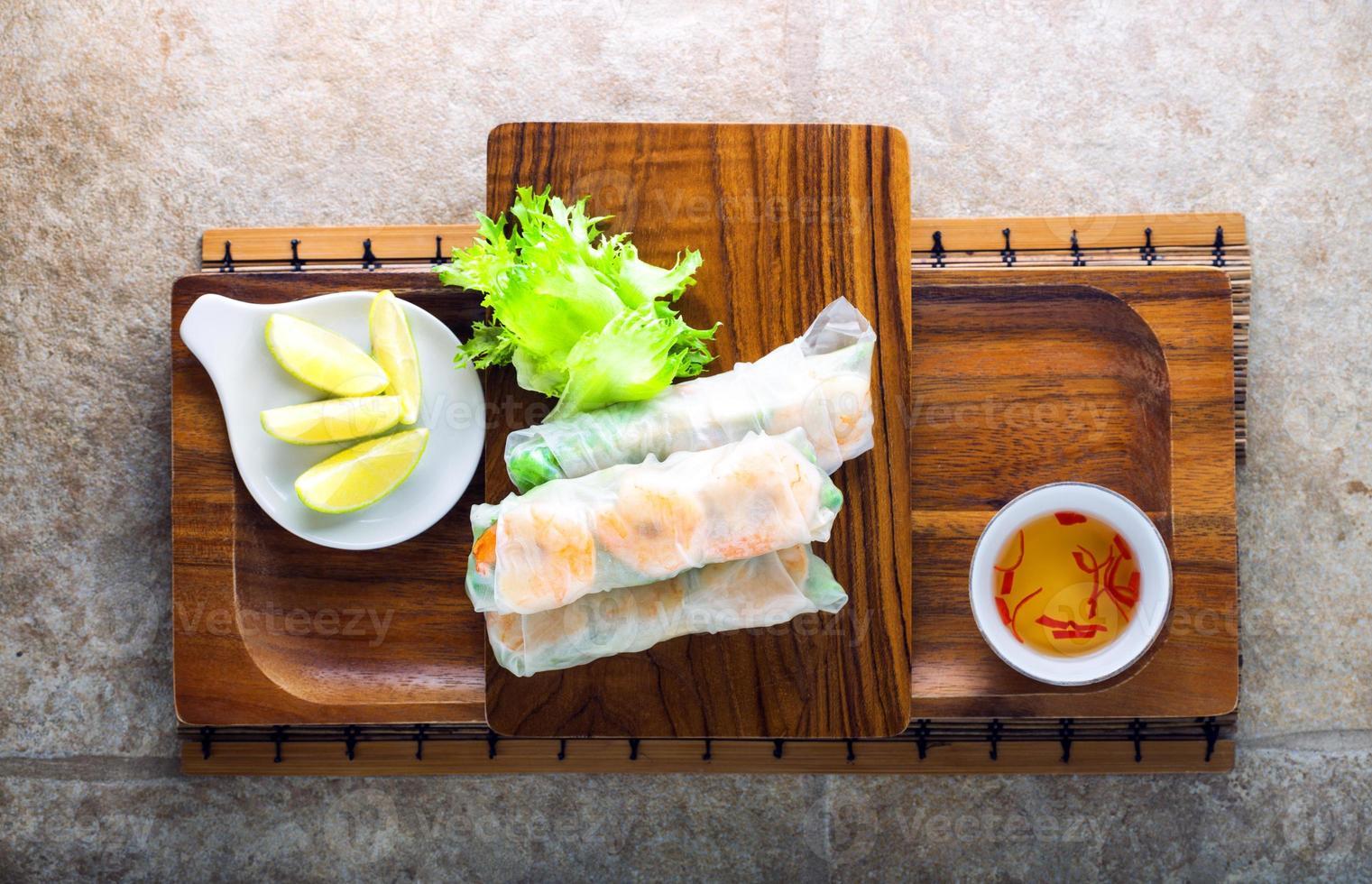 rolos de papel de arroz vietnamita foto