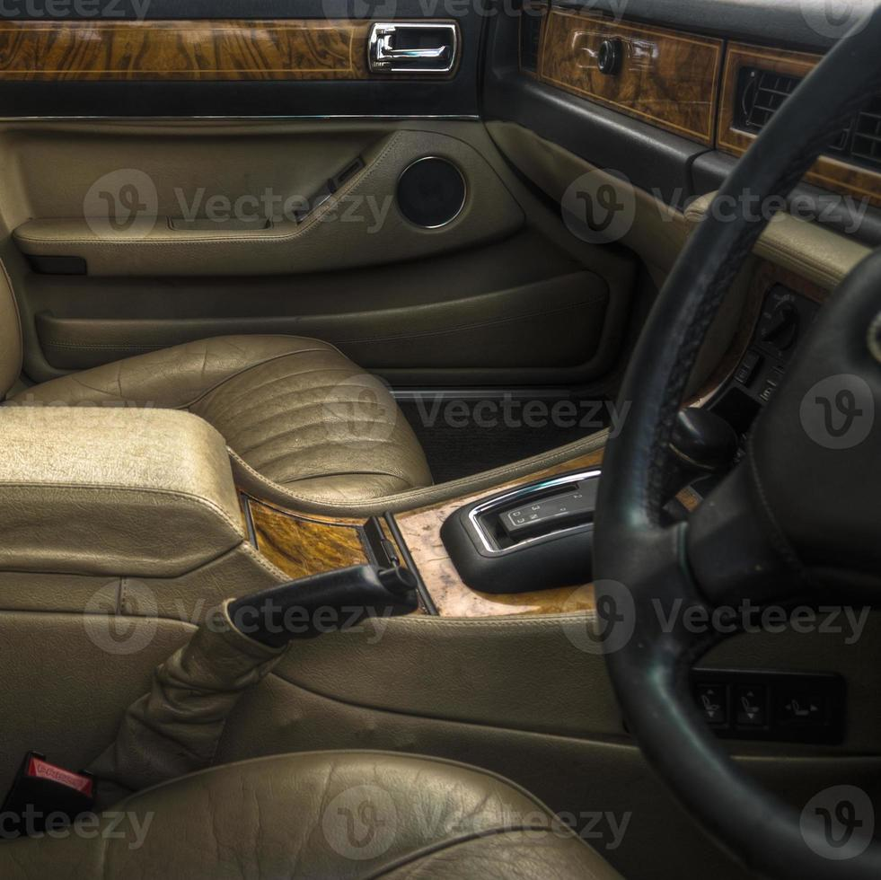 Interior de carro de luxo dos anos 70-80 foto