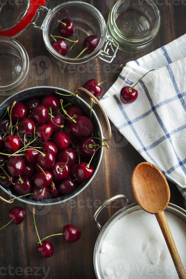 ingredientes para geléia de cereja doce foto