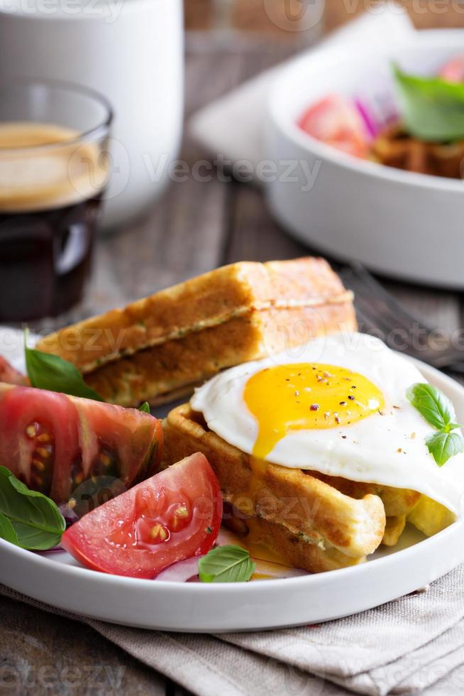 waffles de farinha de grão de bico com ovo foto