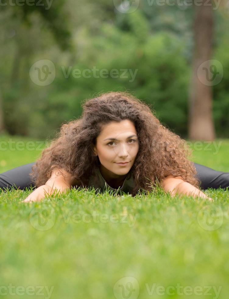 ioga no parque foto