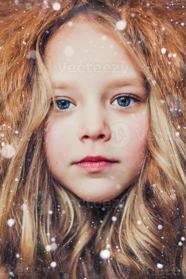 pequena senhorita inverno foto