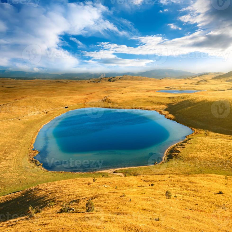 paisagem das montanhas parque nacional de durmitor - montenegro foto