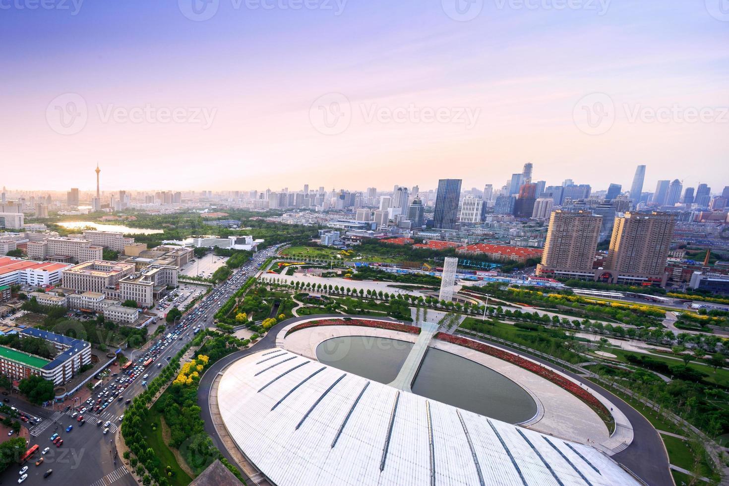 horizonte panorâmico e edifícios modernos de tianjin foto