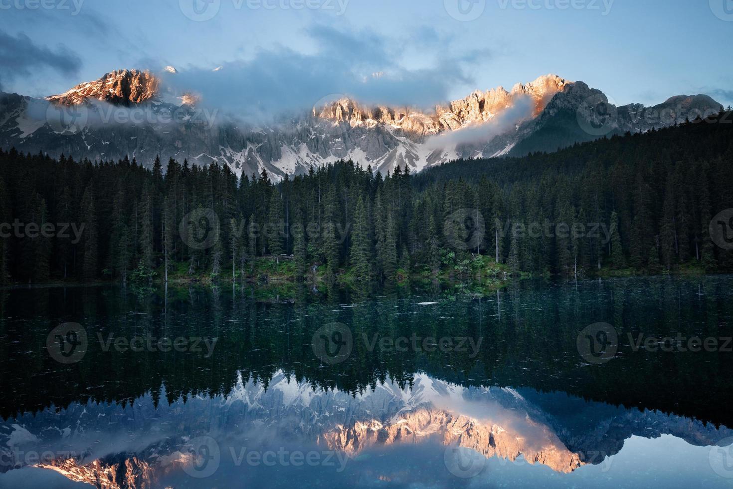 manhã lago montanha foto