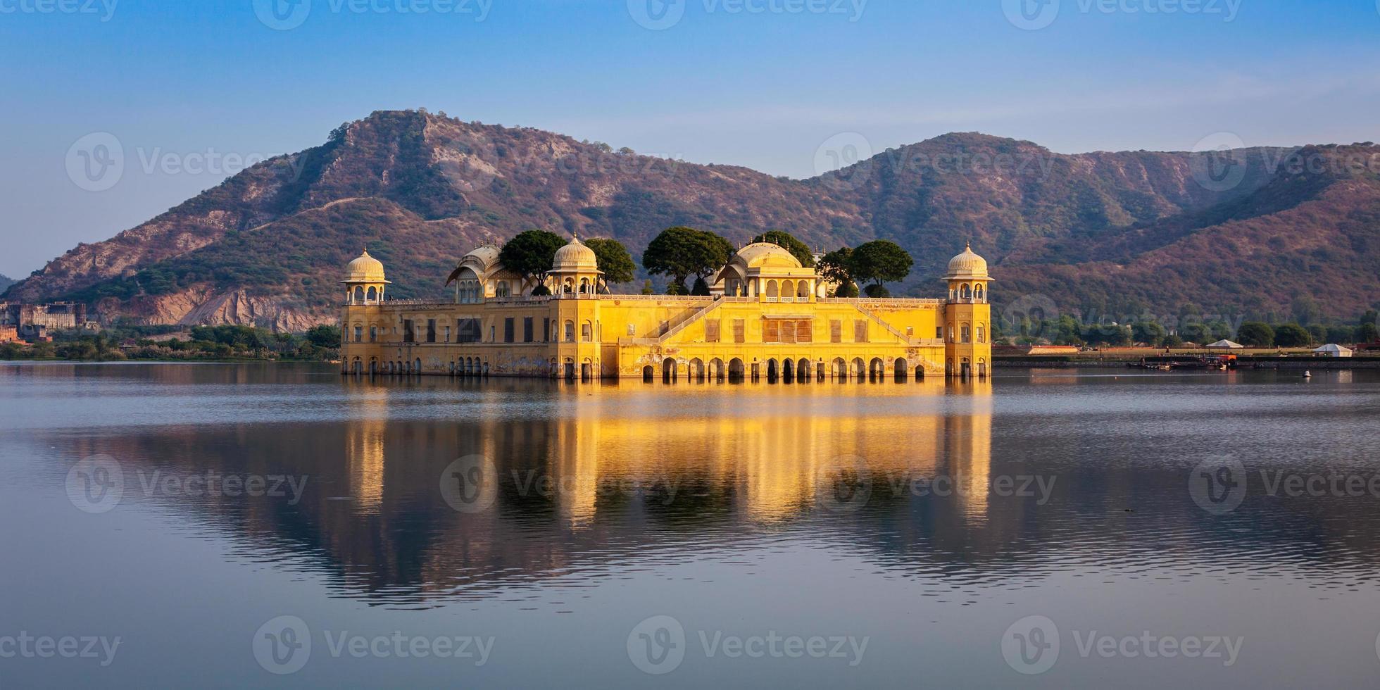 Palácio da água de Jal Mahal. jaipur, rajasthan, índia foto