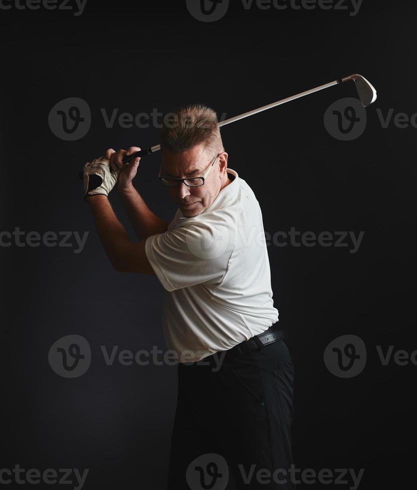 homem maduro golfista e clube de golfe foto