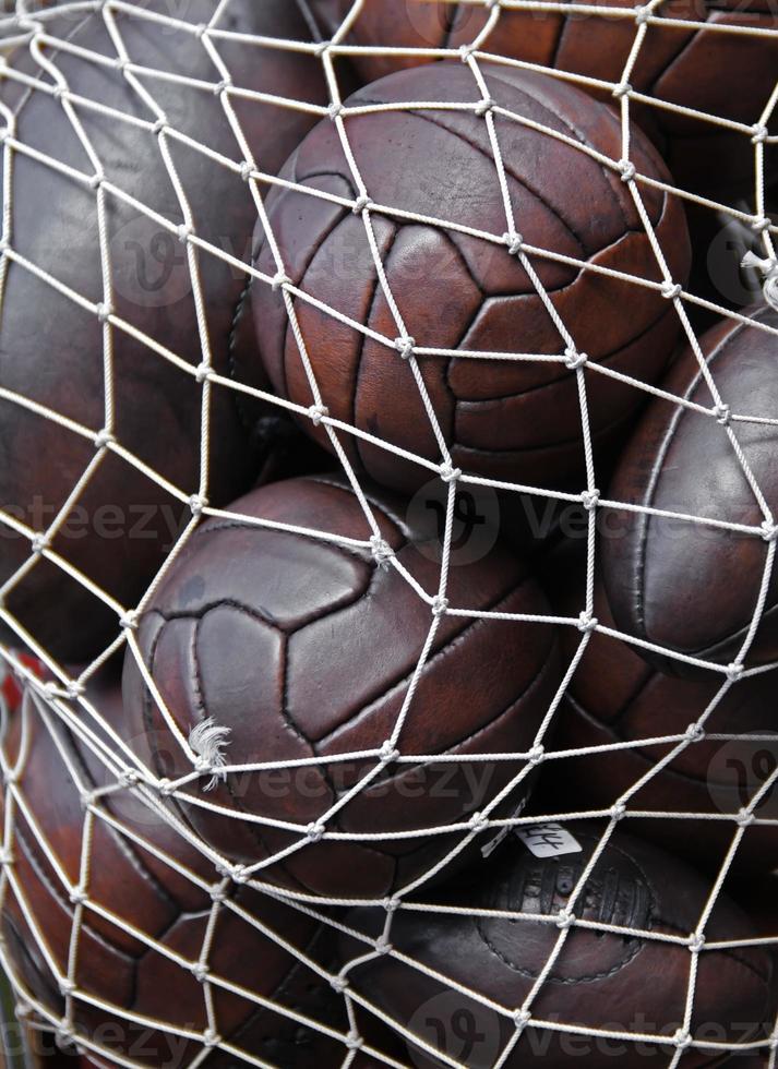 bolas de futebol e rugby foto