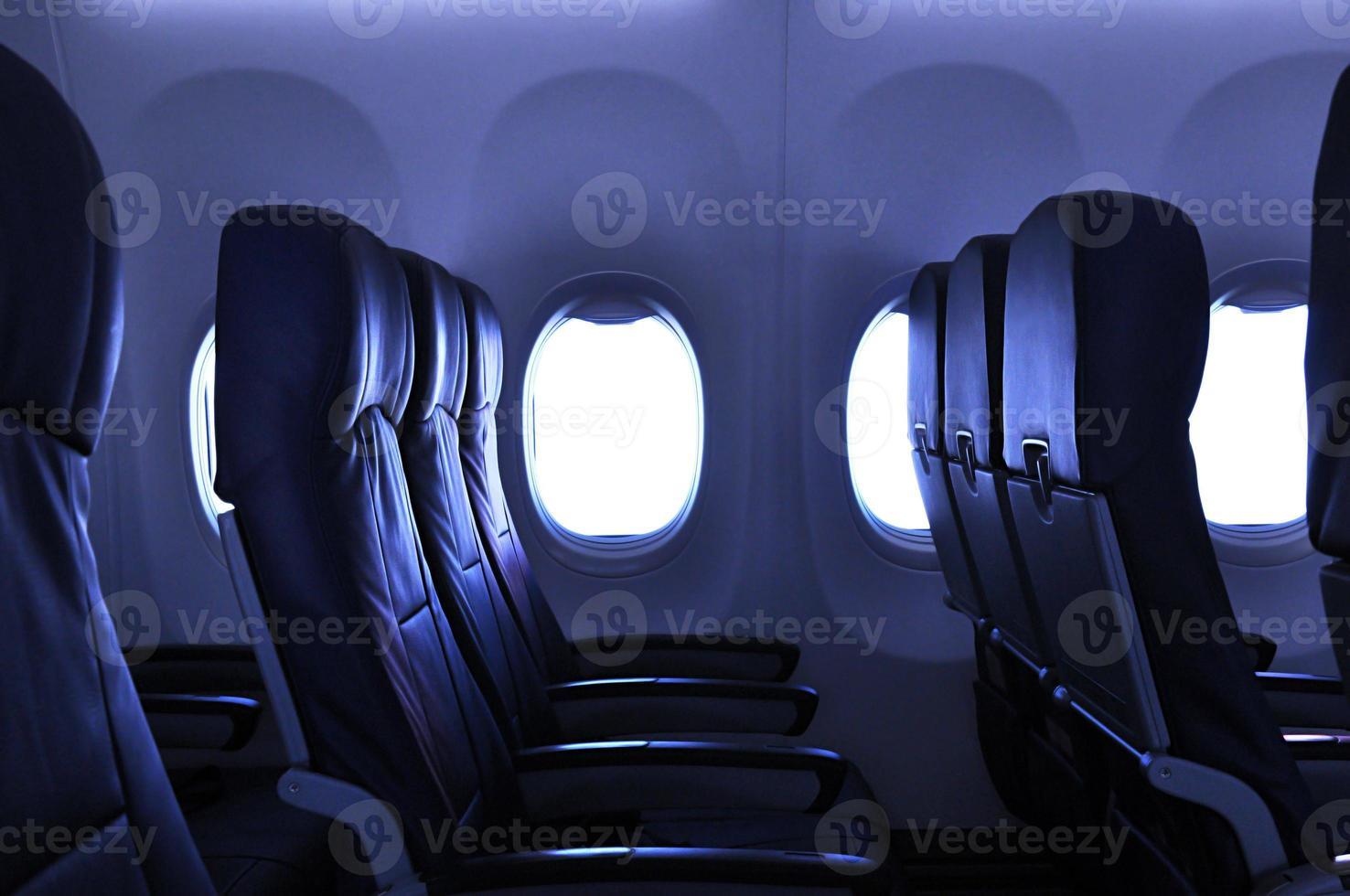 assentos de avião vazios foto