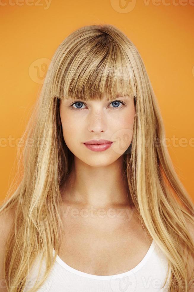 mulher bonita de olhos azuis, retrato foto
