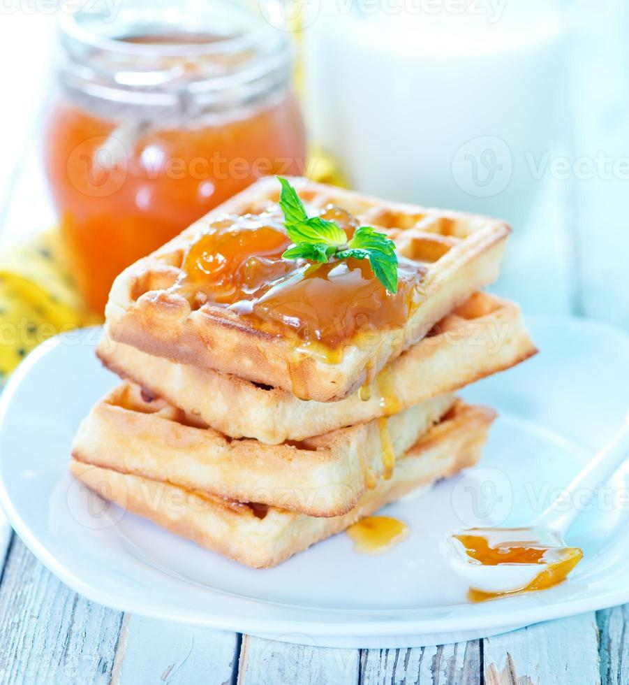 waffles com geléia de damasco foto