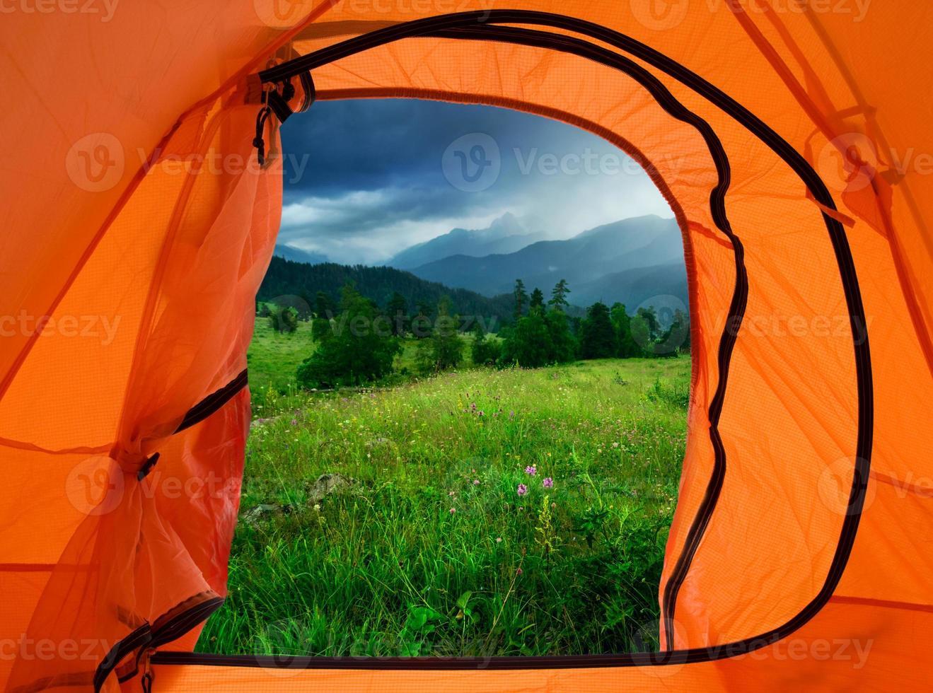 acampamento nas montanhas foto