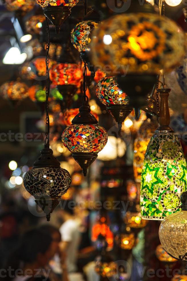 lanternas turcas no grande bazar foto