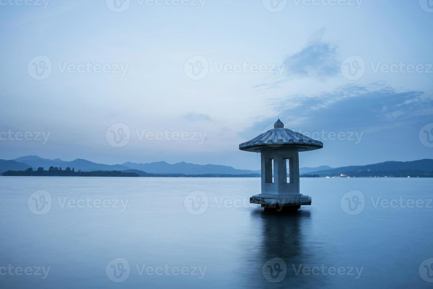 waterscape do lago em twillight, china foto
