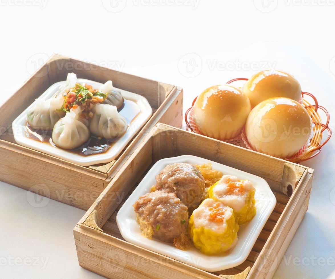 comida chinesa no café da manhã foto