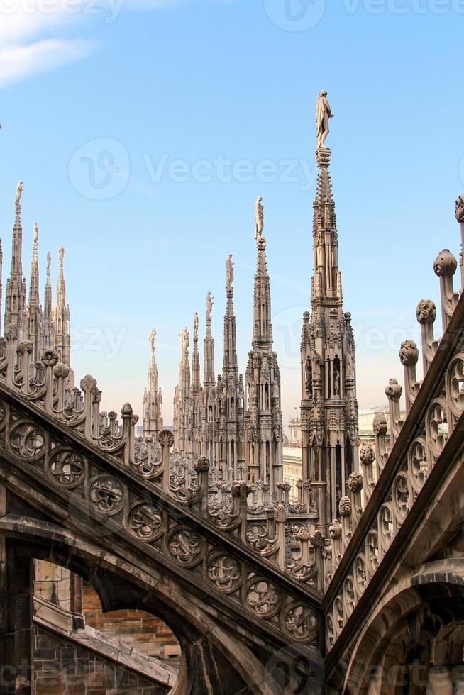 vista do telhado do duomo de Milão foto