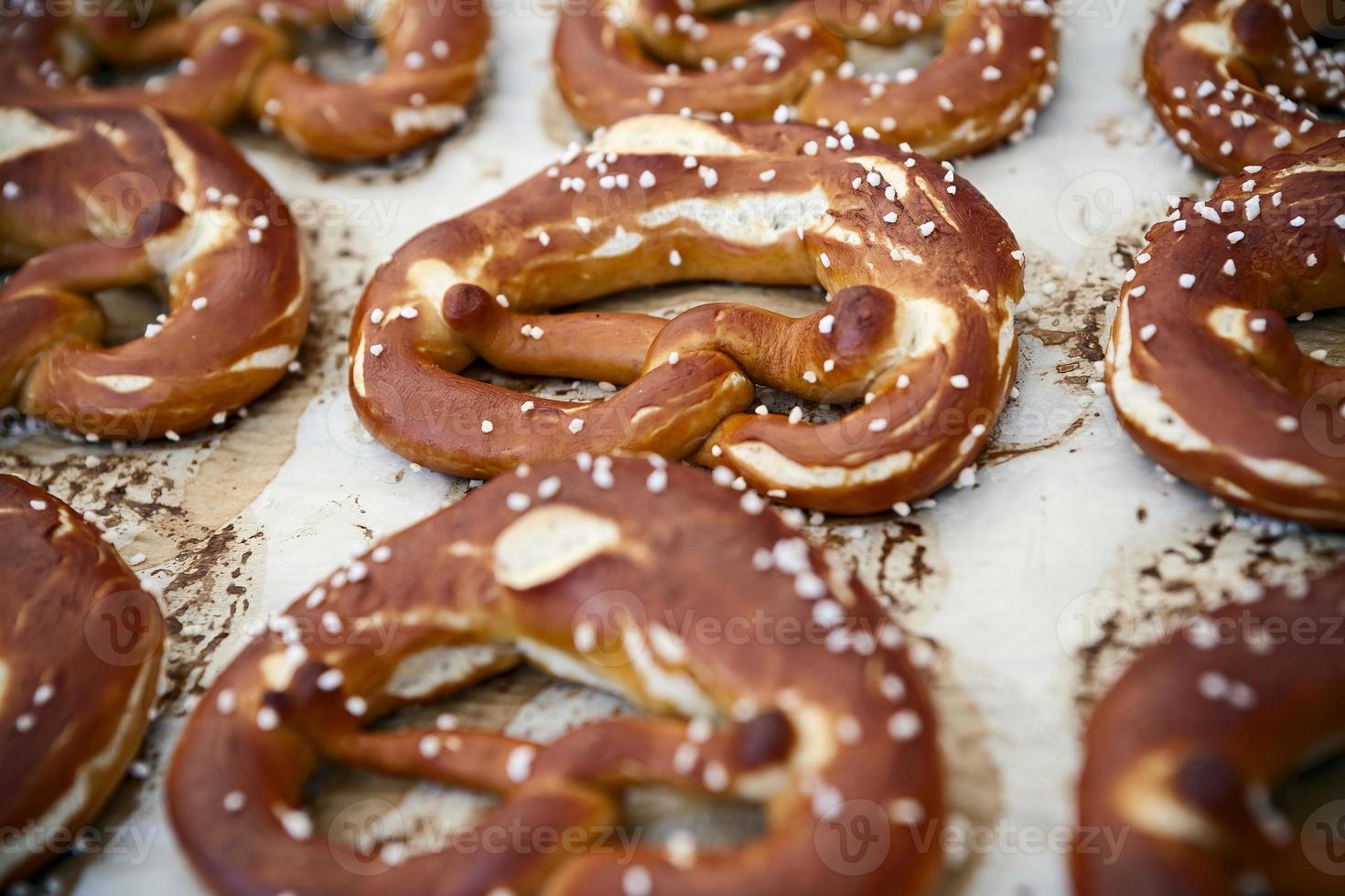 pão alemão bretzel foto