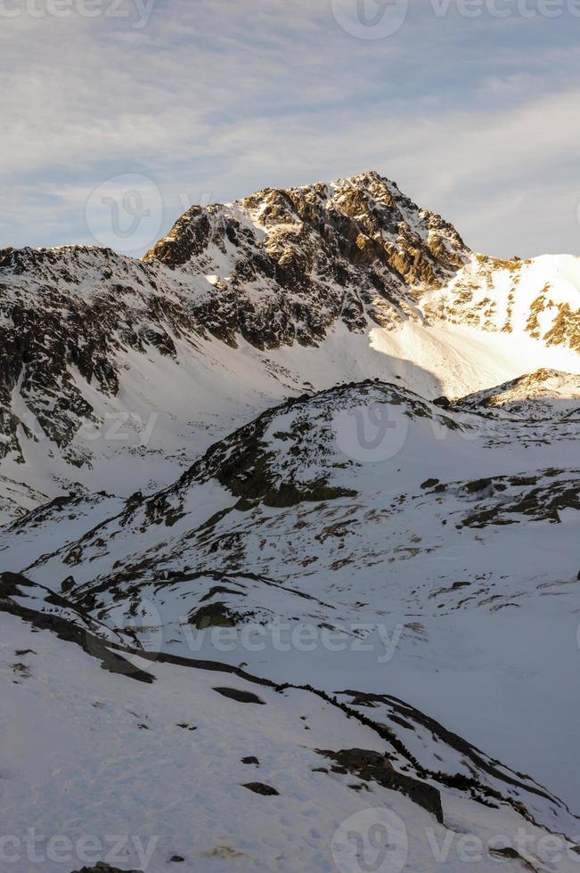 "pico na paisagem de inverno (""swistowy szczyt (svistovy stít)"") foto"