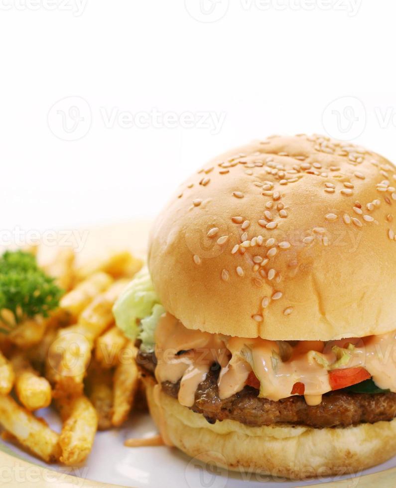 hambúrguer e batata frita foto