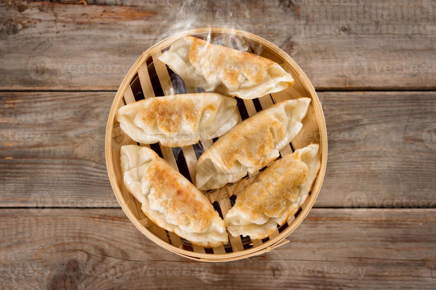 cozinha chinesa pan bolinhos fritos foto