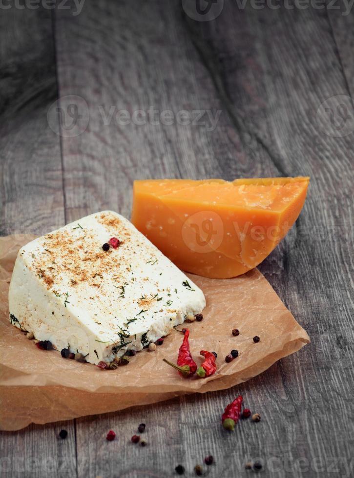 dois tipos de queijo foto