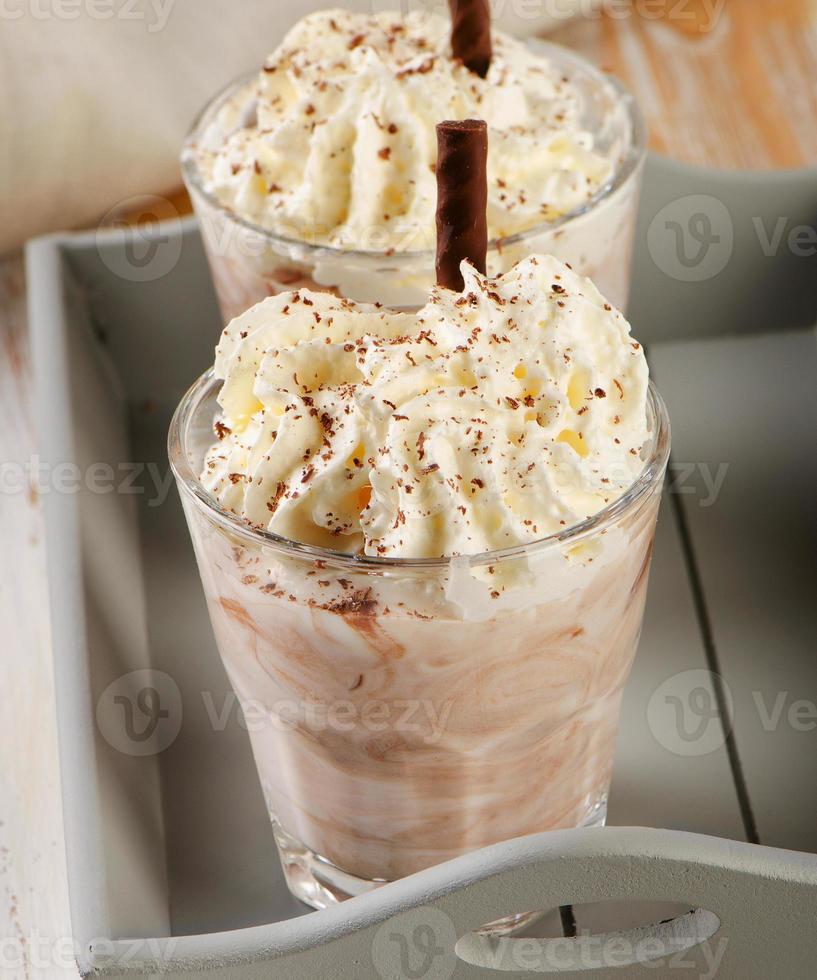 milk-shake em copos foto