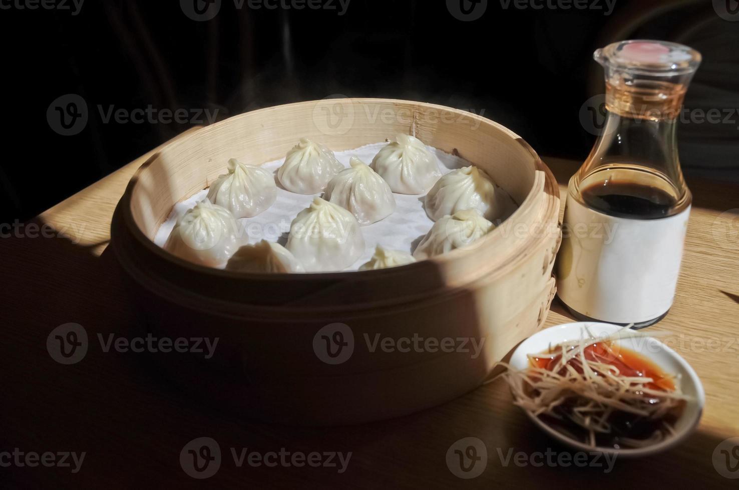 bolinho de sopa de Xangai cozido no vapor - xiao long bao ma foto