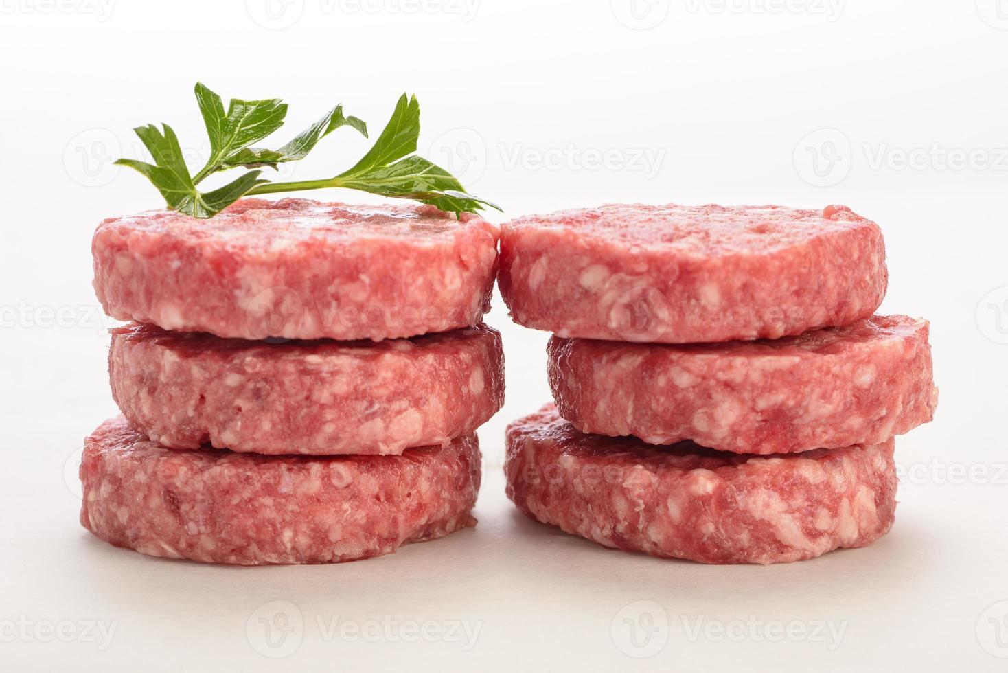 hambúrguer cru foto